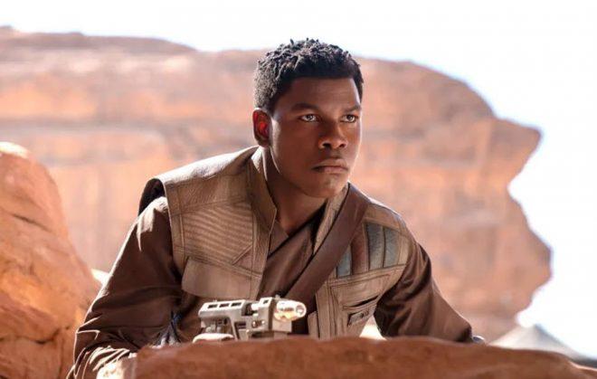 "John Boyega em ""Star Wars"" (Reprodução)"