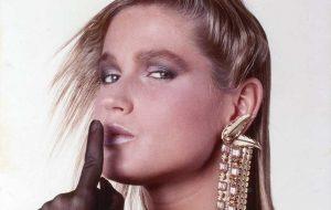 """""""Me vendo velha, as pessoas que criticam têm que assumir que também estão envelhecendo"""", diz Xuxa"""
