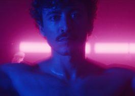 Deslumbrante, Jesuíta Barbosa estrela clipe sexy do artista de música eletrônica L_cio