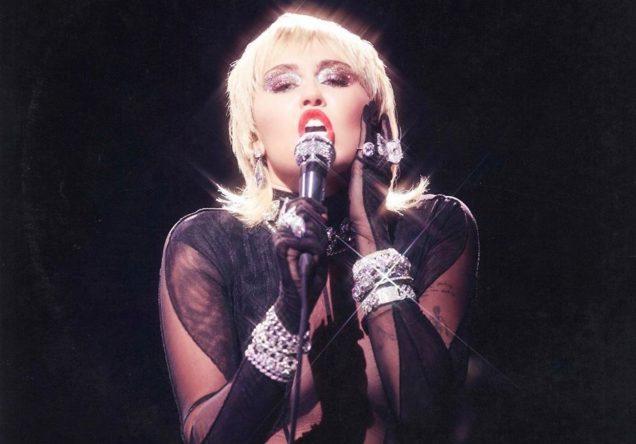 Miley Cyrus na capa de cover (Divulgação)