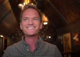 "No ""The Kelly Clarkson Show"", Neil Patrick Harris conta lembrança especial que tem do hit ""A Moment Like This"""