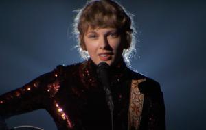 """Taylor Swift faz apresentação sensível de """"Betty"""" em premiação da Academia de Música Country"""