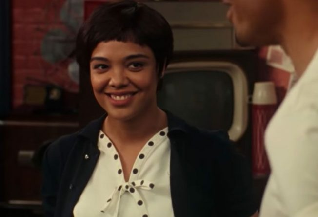 """Tessa Thompson em cena de """"Sylvie's Love"""" (Reprodução)"""