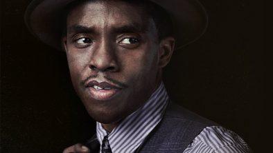 """Chadwick Boseman em cartaz de """"A Voz Suprema do Blues"""" (Divulgação)"""