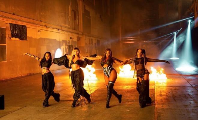"""Little Mix em gravação do clipe """"Sweet Melody"""" (Divulgação)"""