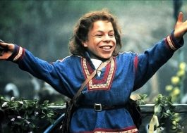 "Warwick Davis, de ""Harry Potter"", retornará ao papel de ""Willow – Na Terra da Magia"" para série do Disney+"