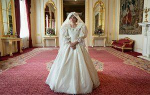 "Emma Corrin fala sobre experiência de interpretar a Princesa Diana em ""The Crown"": ""Fascinante"""