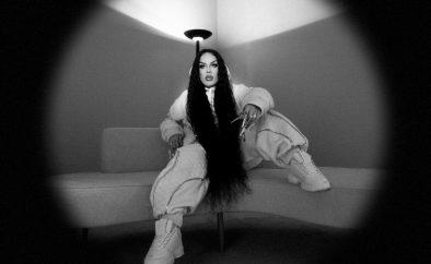 """Gloria Groove em capa do single """"A Tua Voz"""" (Divulgação)"""
