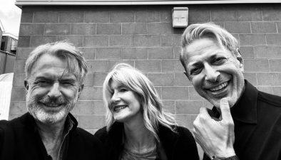 Laura Dern, Jeff Goldblum e Sam Neill em foto postada no Twitter (Reprodução)