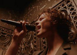 "Shawn Mendes esbanja energia ao cantar ""Wonder"" pela primeira vez na TV"