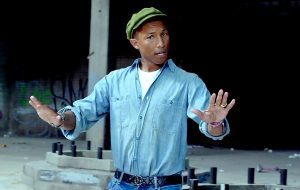 """Pharrell Williams busca o coro gospel perfeito em teaser de """"Voices of Fire"""""""