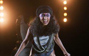 """Sunita Mani, de """"GLOW"""", compartilha carta à Netflix pedindo por mais diversidade na série"""