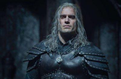 """Henry Cavill em cena de """"The Witcher"""" (Reprodução)"""