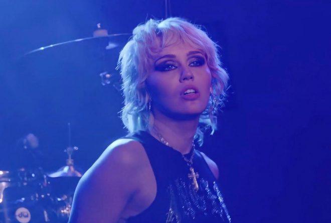 """Miley Cyrus no festival """"Save Our Stages Fest"""" (Reprodução)"""