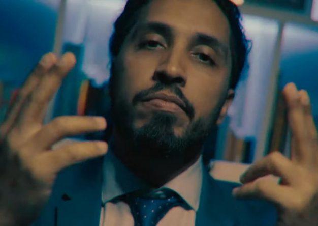 """Rashid no clipe de """"Blindado"""" (Reprodução)"""