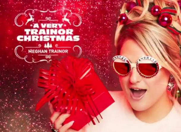 """Meghan Trainor em ensaio promocional de """"A Very Trainor Christmas"""" (Divulgação)"""