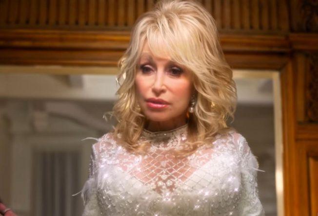 """Cena de """"Natal com Dolly Parton"""" (Reprodução)"""