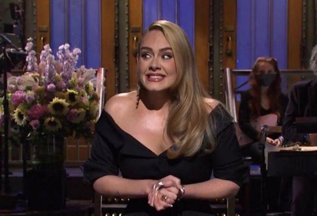"""Adele no """"Saturday Night Live"""" (Reprodução)"""