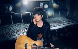 Diane Warren irá lançar primeiro álbum da carreira após 35 anos compondo para ícones da música