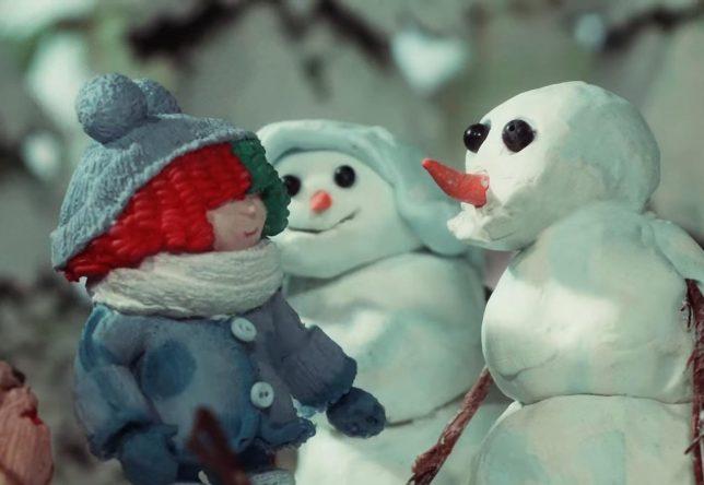 """Cena do clipe de """"Snowman"""" (Reprodução)"""