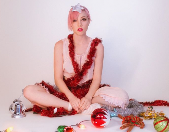 Carly Rae na capa do novo single (Divulgação)