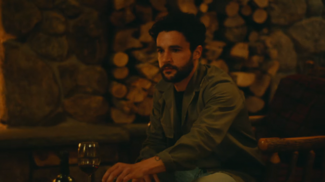 """Christopher Abbott em trailer de """"Black Bear"""" (Reprodução)"""