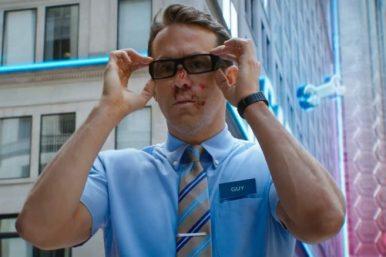 """Ryan em cena do trailer de """"Free Guy"""" (Reprodução)"""