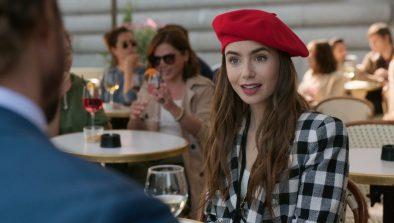 """Cena da série """"Emily em Paris"""" (Reprodução)"""