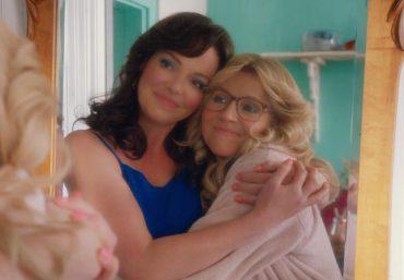 """Katherine Heigl e Sarah Chalke em cena de """"Amigas para Sempre"""" (Reprodução)"""