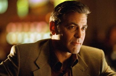 """George Clooney em """"Onze Homens e Um Segredo"""" (Reprodução)"""
