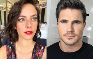 """Kaya Scodelario e Robbie Amell vão estrelar nova adaptação de """"Resident Evil"""", diz site"""