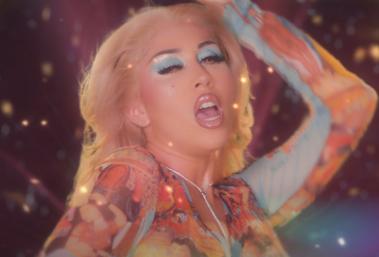 """Kali Uchis em cena do clipe de """"La Luz"""" (Reprodução)"""