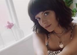 Lily Allen anuncia lançamento de brinquedo sexual