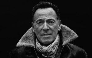 """Bruce Springsteen toca e se diverte em estúdio no teaser do documentário """"Letter To You"""""""