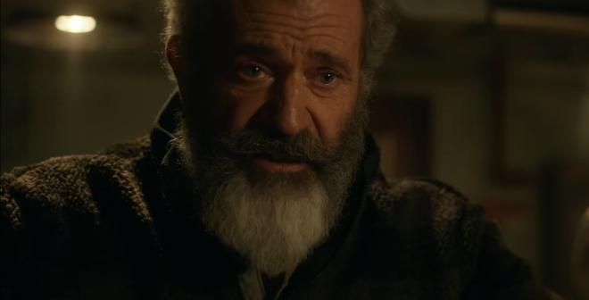 """Mel Gibson no trailer de """"Fatman"""" (Reprodução)"""