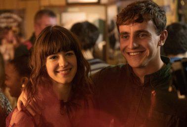"""Daisy Edgar-Jones e Paul Mescal em cena de """"Normal People"""" (Reprodução)"""
