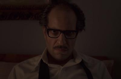 O ator Ahmed Amin em cena da série (Reprodução)