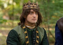 """""""Miracle Workers"""": série de comédia com Daniel Radcliffe é renovada para 3ª temporada"""