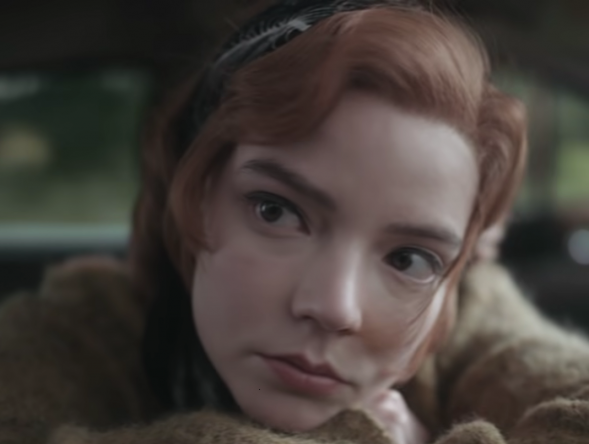 """aylor-Joy em cena da série """"O Gambito da Rainha"""" (Reprodução)"""