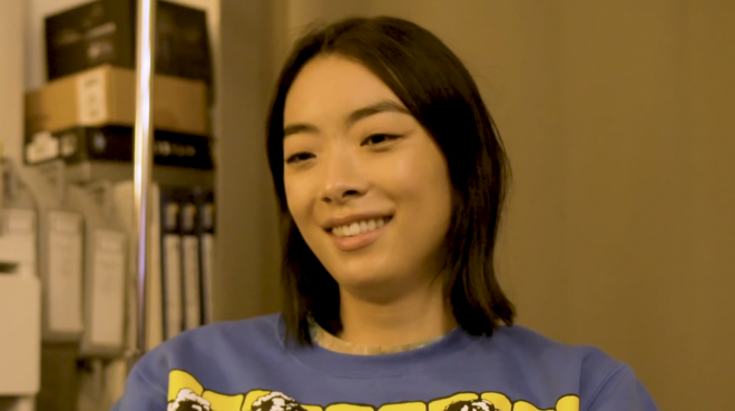 "Rina Sawayama no teaser de ""The Making of SAWAYAMA"" (Reprodução)"