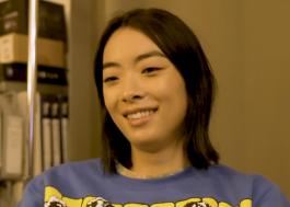"""Em documentário, Rina Sawayama revela que se inspirou em Lady Gaga para """"Who's Gonna Save U Now?"""""""