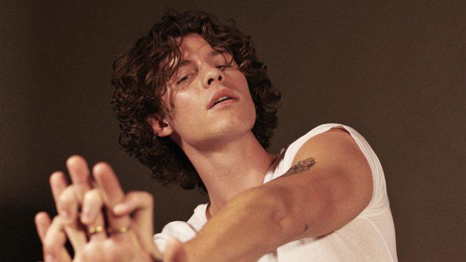 """Shawn Mendes em ensaio promocional do álbum """"Wonder"""" (Divulgação)"""