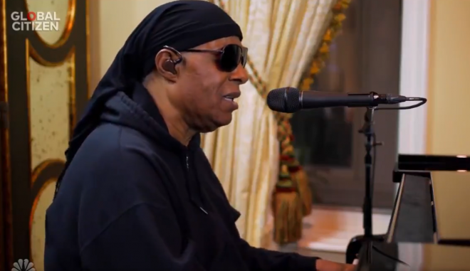 "Stevie Wonder no festival ""Together At Home"" (Reprodução)"