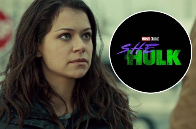 """Tatiana Maslany em """"Orphan Black"""" (Reprodução)/Logo de """"She-Hulk"""" (Divulgação)"""
