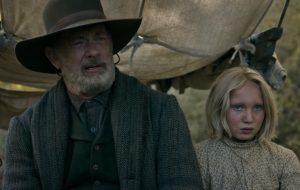 """Tom Hanks e garota são perseguidos pelo Velho Oeste no trailer de """"News of the World"""""""