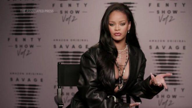 Rihanna em entrevista à Associated Press (Reprodução)