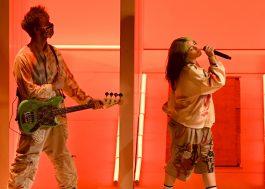 """Billie Eilish se diverte no palco do AMA com performance de """"Therefore I Am"""""""