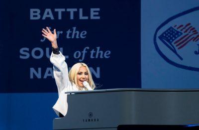 Lady Gaga ainda discursou sobre a importância do voto durante o evento (Getty Images)