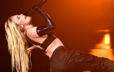 """A estrela cantou a faixa """"WOW"""" (Getty Images)"""