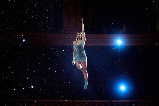 """Cantora apresentou a faixa """"Levitating"""" (Getty Images)"""